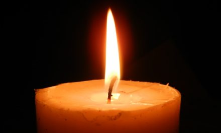 Ova svijeća gori dulje