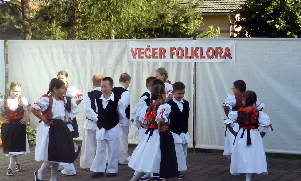U Dunjkovcu održana peta po redu Večer folklora