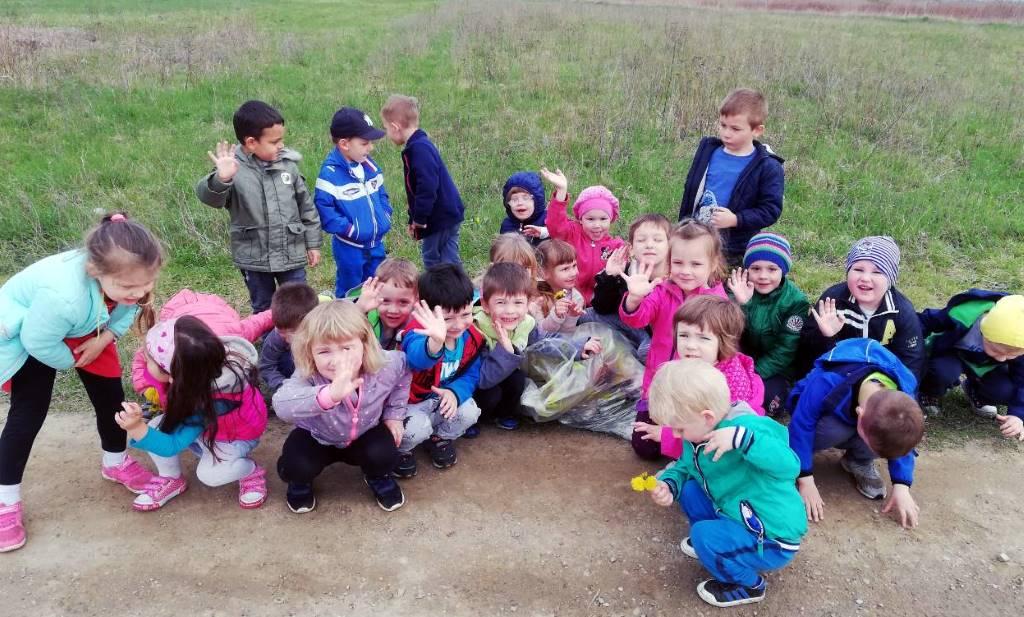 """Mališani iz DV Zvjezdica sudjelovali u akciji """"Više cvijeća, manje smeća"""""""