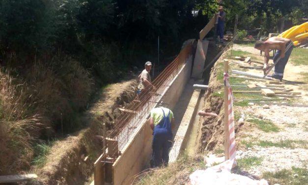 Uređenje kanala, pristupnih puteva i oborinske odvodnje u Macincu